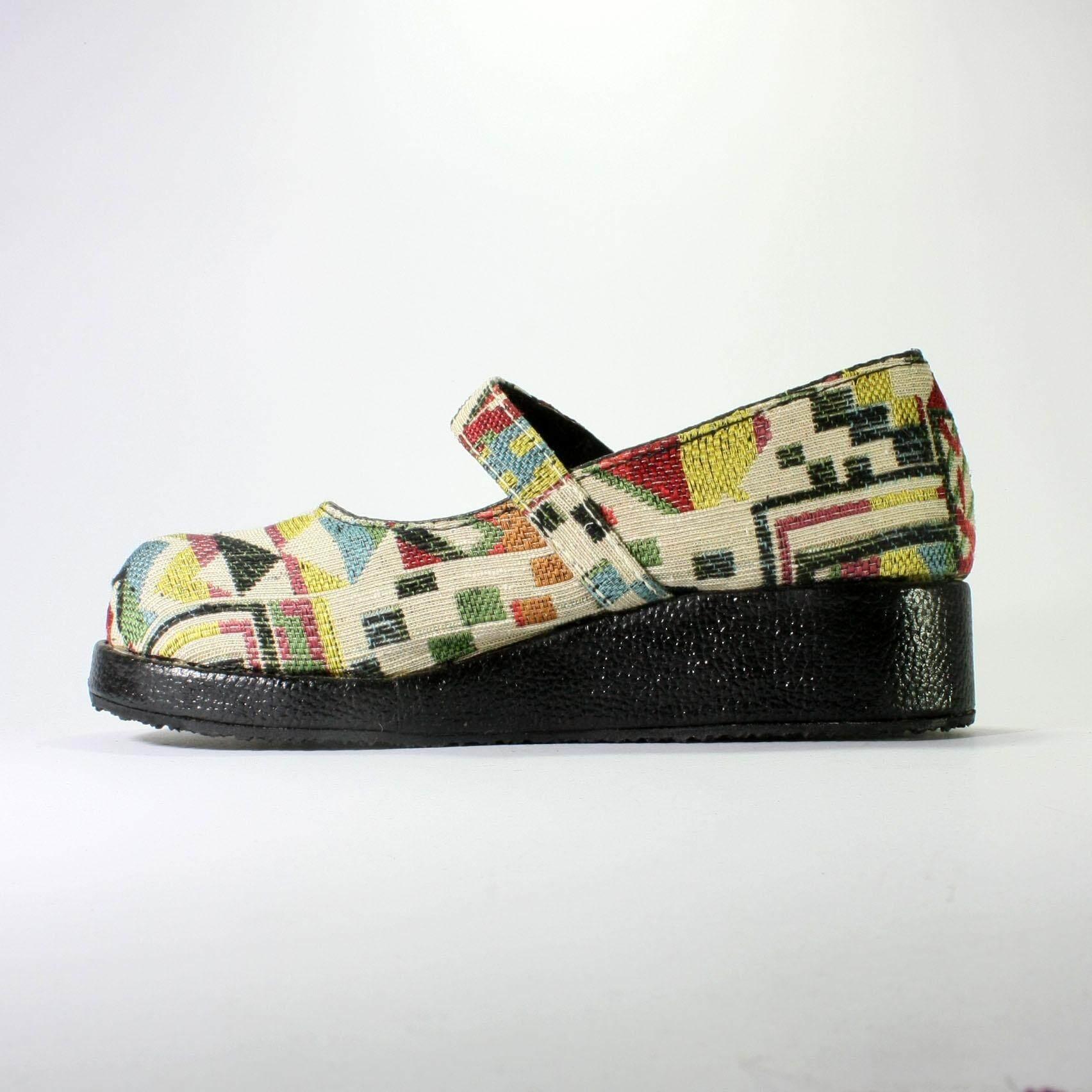 รองเท้าผ้าพื้นเมืองเชียงใหม่เสริมส้นสีดำสายคาดหน้าเท้าไซค์ปกติ