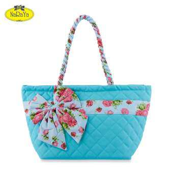 กระเป๋าถือ NaRaYa Canvas Quilted Trapeze Rose Prints