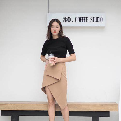 Twotwice - Asymmetric Skirt กระโปรง