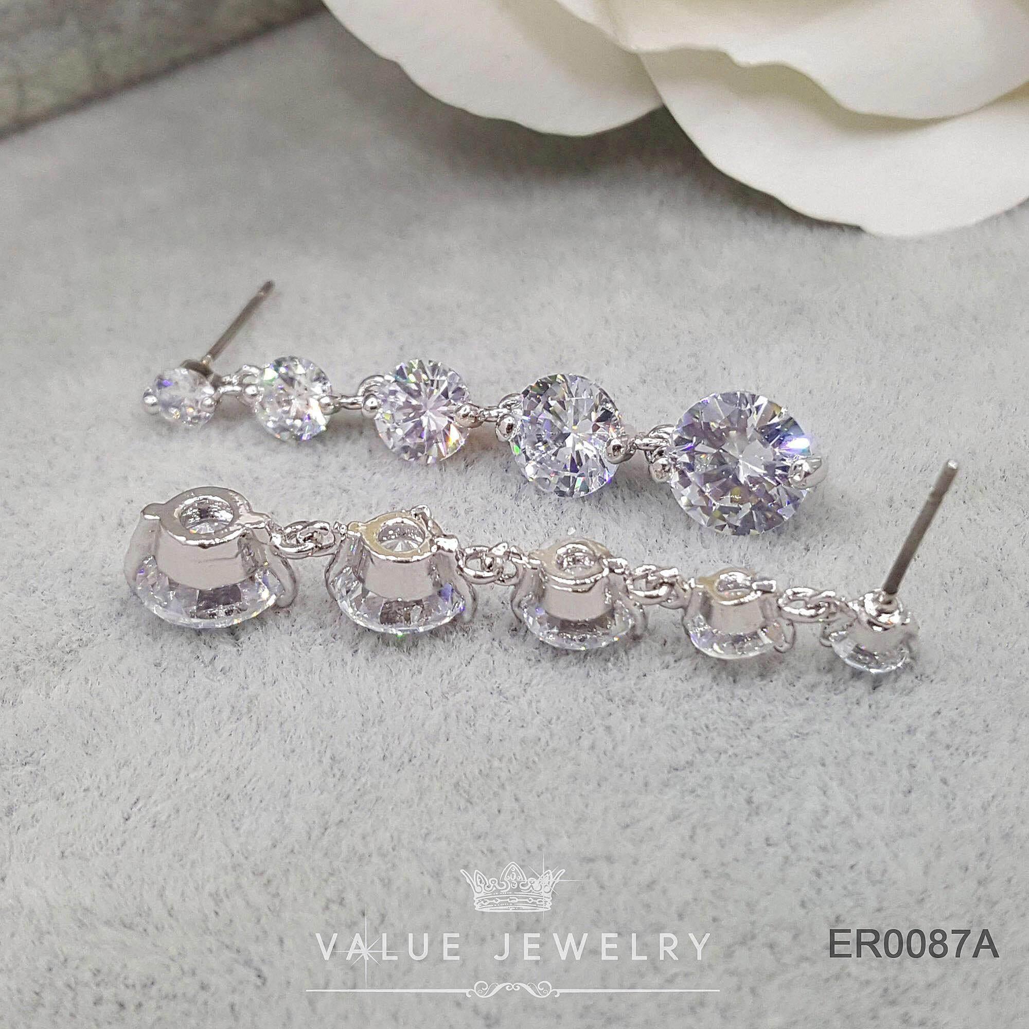 รีวิว Value Jewelry ER0088 กว้าง0.8cmยาว4.2cm เครื่องประดับเพขรCZ เกรดพรีเมี่ยม ไม่ลอก ไม่ดำ ไม่แพ้ ไม่คัน ต่างหูแฟชั่น ออกงาน ทำงาน ปาตี้ เที่ยว ติดหู หนีบ ห่วง ระย้า เกาหลี ดารา นำโชค เสริมดวง รวย ขายดี คริสตัล เพชร แบรนด์เนม สร้อยข้อมือ สร้อยคอ แหวน กำไล