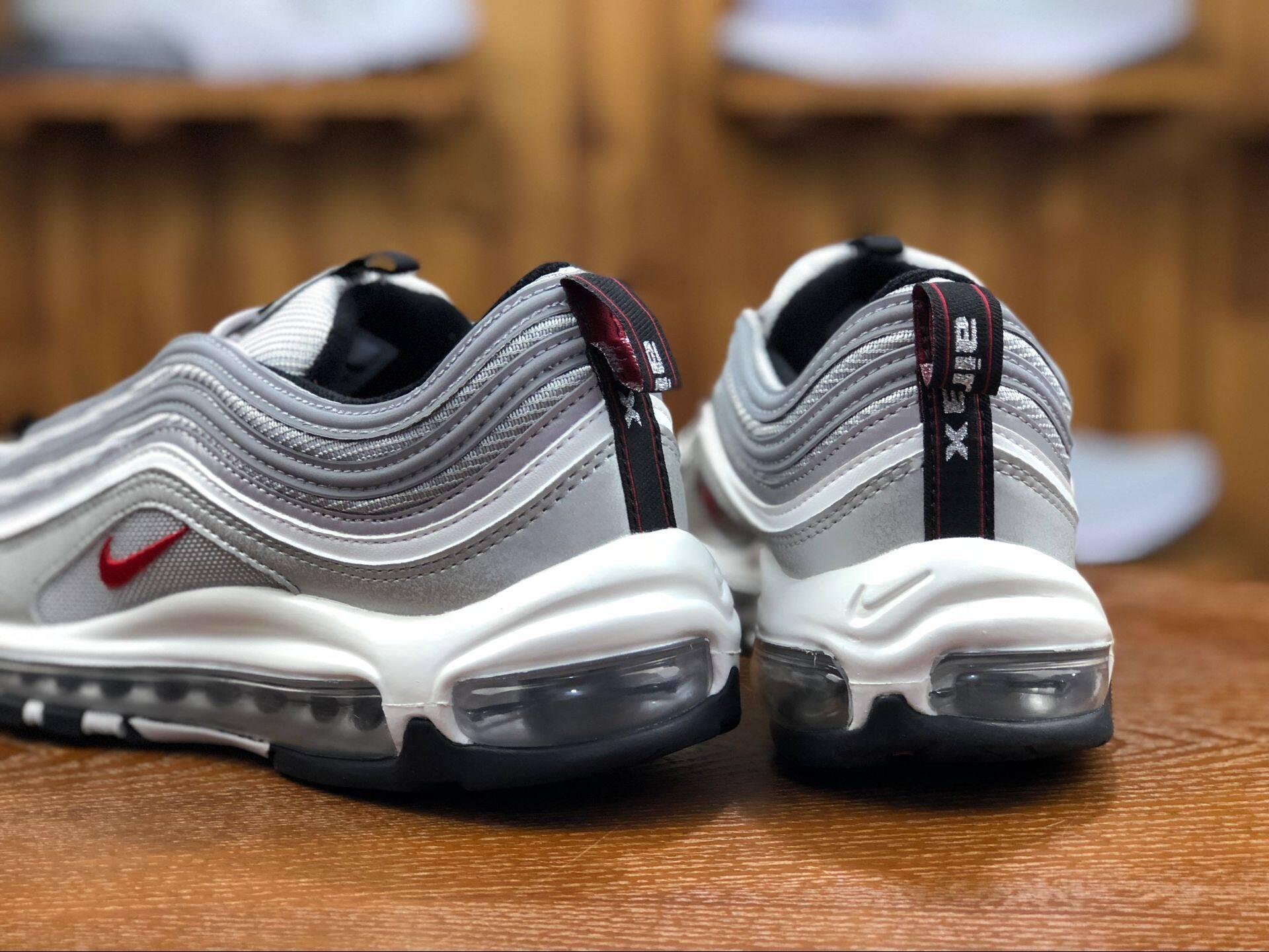 รีวิว 【อย่างเป็นทางการของแท้】วรรคเดียวกันในห้าง Nike Air Max 97 รองเท้ากีฬา รองเท้าผู้ชาย รองเท้าผู้หญิง รองเท้าลำลอง การทำให้หมาด ๆ รองเท้าตาข่าย เบาะลม รองเท้าวิ่ง 884421-001 ร้านค้าอย่างเป็นทางการ