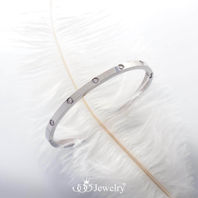 รีวิว 555jewelry กำไลข้อมือสแตนเลส สตีล ดีไซน์เรียบ แบบเต็มวง มีตัวล๊อกเปิดปิด ประดับด้วยเพชรสวิส CZ สวยเรียบหรู รุ่น MNC-BG249 - กำไลข้อมือแฟชั่น (BG32)