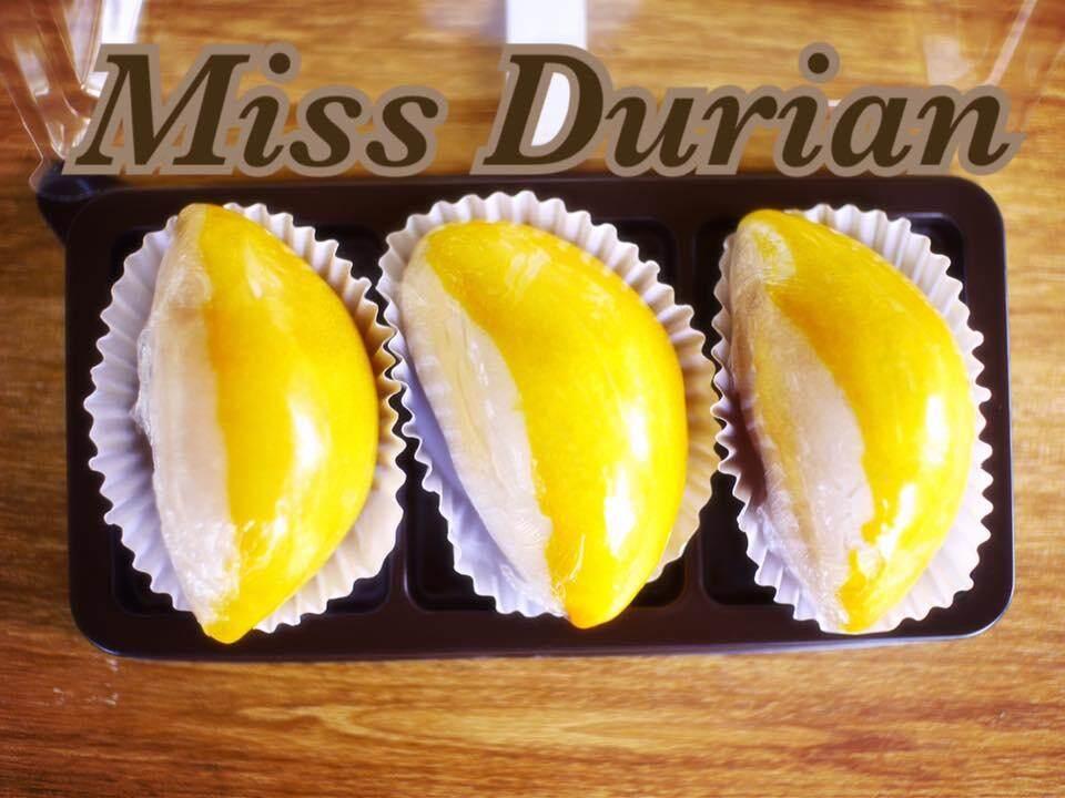 Miss Durian ขนมเปี๊ยะ ไส้ทุเรียนหมอนทองไข่เค็ม ไซส์ S (Chinese Pastry) 3 ชิ้น/กล่อง แพ็คคู่( 2 กล่อง )