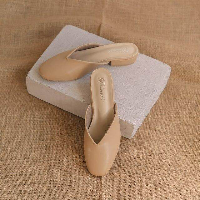 Primest - รองเท้าหัวมนมีส้น On The Road Sandals Slippers (TAN)