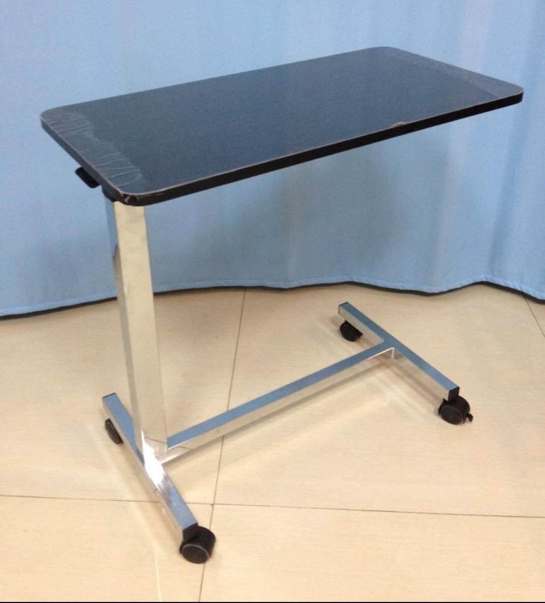 โต๊ะคร่อมเตียงหน้าไม้ ปรับระดับได้ Wooden Top Overbed Table