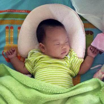 หมอนหลุมหัวทุย เมมโมรี่โฟม รุ่นกันพลิก สำหรับเด็ก 0-12 เดือน NanaBaby