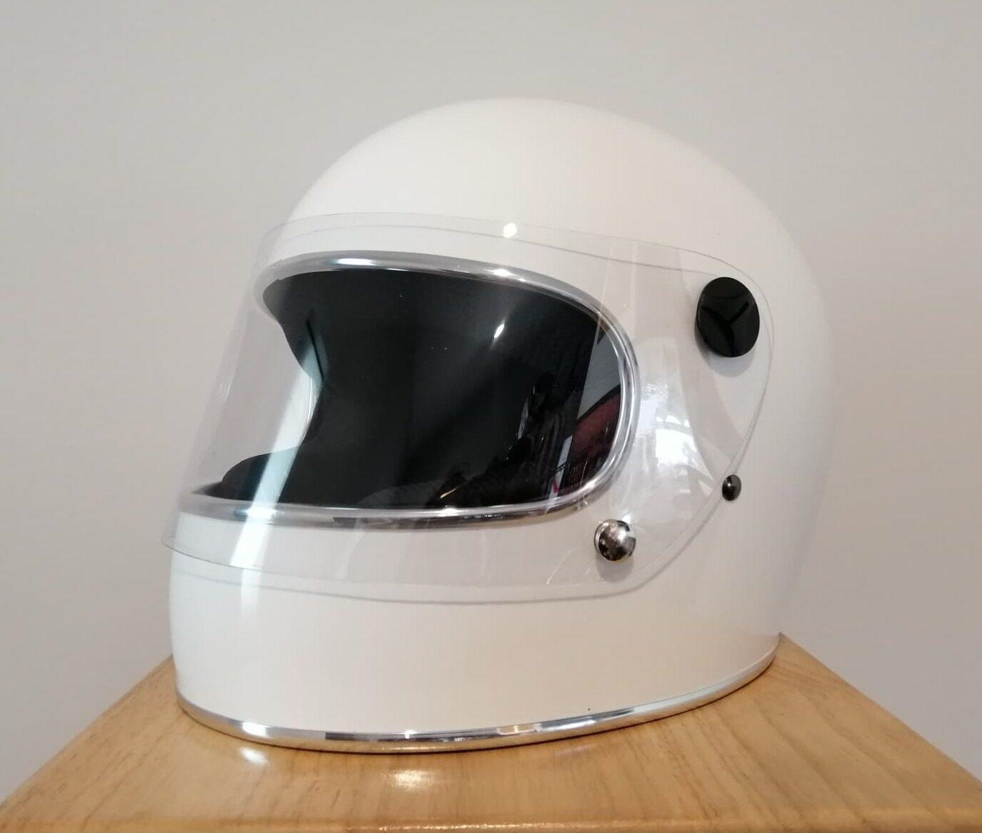 หมวกกันน็อกเต็มใบ Model Omd จอแคบ สีขาวคิ้วเงิน By Jtm Riders.