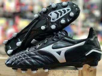 รองเท้าฟุตบอล mizuno หนังวัวแท้ (สีดำแทบขาว)