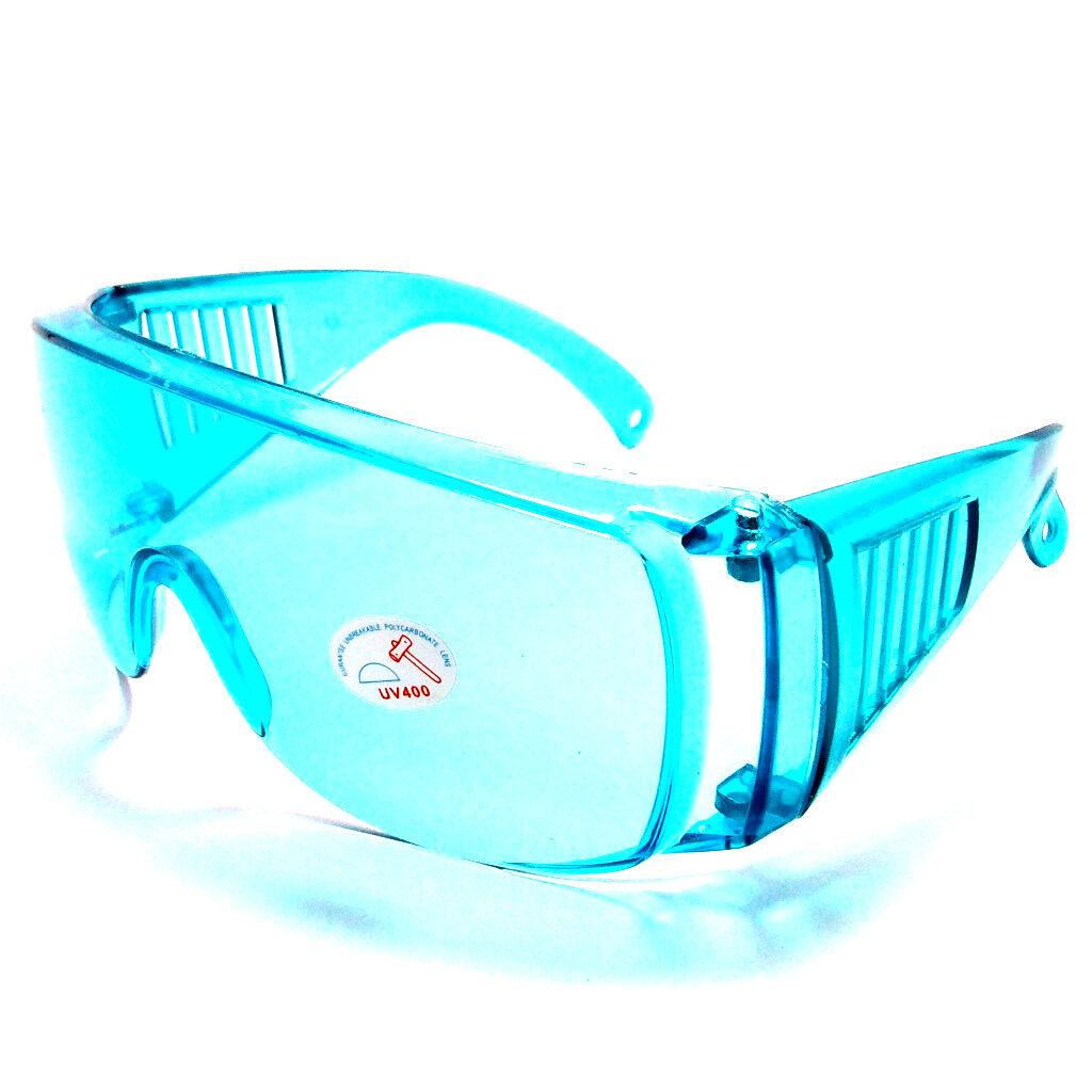 แว่นนิรภัย ใส่เป็น แว่นกันลม แว่นกันควัน แว่นกันน้ำ แว่นกันฝุ่น แว่นครอบเลนส์ใส ปิดทุกด้าน เลนส์ใส วัสดุเลนส์ เป็นแบบนิรภัยไม่แตก ใส่ครอบแว่นสายตาได้ ใส่กันน้ำมันกระเดนเวลาทำอาหาร แว่นใส่ทาสี แว่นใส่ทำความสะอาดบ้านกันฝุ่น แว่นใส่เล่นสงกรานต์.