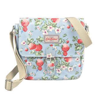 Cath Kidston Oilcloth กระเป๋า Mini Satchel Bag ขนาดเล็ก Water Resistant Crossbody Bag กันน้ำ กระเป๋าสะพายข้าง Mini Wild Strawberry (Dusky Blue) ลายสตรอเบอร์รี่ 105406317092102