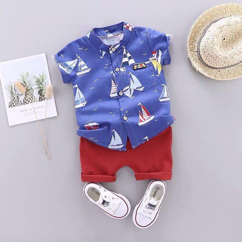 เสื้อผ้าเด็กชายรูปแบบการแล่นเรือใบน่ารัก 2 ชิ้น 1 เซ็ตเสื้อเชิ้ตแขนสั้น + กางเกงขาสั้นเอวยางยืดมี 2 สี