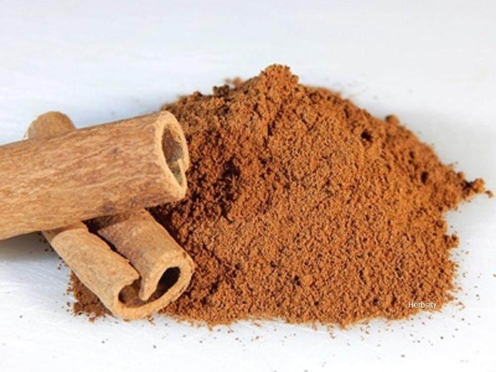 อบเชย Cinnamon ผง 100 G 1 ซอง สมุนไพรเกรดยา หวานชุ่มคอ ให้ความหวานแทนน้ำตาลได้ บำรุงร่างกาย ทำให้อบอุ่น  แก้ตับอักเสบ อาหารไม่ย่อย แก้ท้องเสีย ลำไส้เล็กทำงานผิดปกติ สลายและควบคุมระดับไขมันในเลือด คอเลสเตอรอลชนิดเลว (ldl) ให้มีระดับต่ำลง แก้ปวดประจำเดือน.