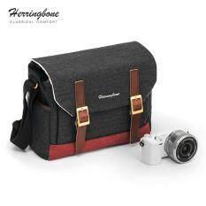 กระเป๋า Herringbone รุ่น Postman Small Black