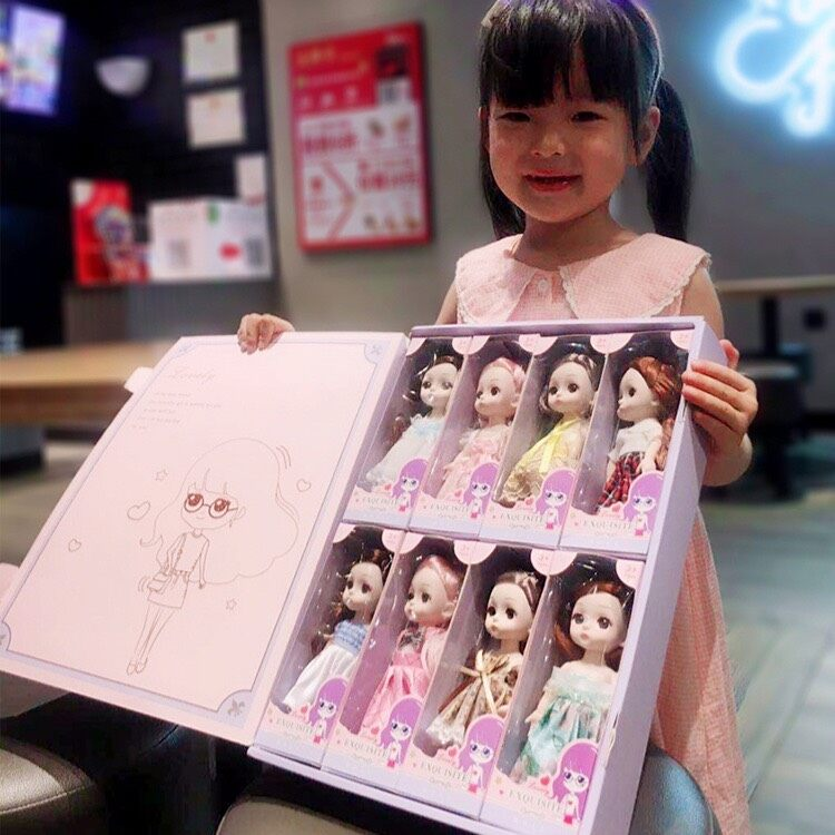 ตุ๊กตาบาร์บี้ เพื่อนสาวในจินตนาการของหนูๆค่ะแม่ ?????♀️???รุ่นนี้มีจำนวน 8 แบบ ใน 1 กล่อง(แบบไม่ซ้ำกันนะค่ะ).
