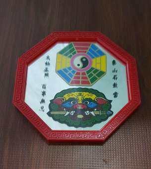 กระจกแปดเหลี่ยม ยันต์หยินหยางและสิงห์คาบดาบ ถูกหลักฮวงจุ้ย แก้ฮวงจุ้ย ขนาดกลาง 5.5 นิ้ว