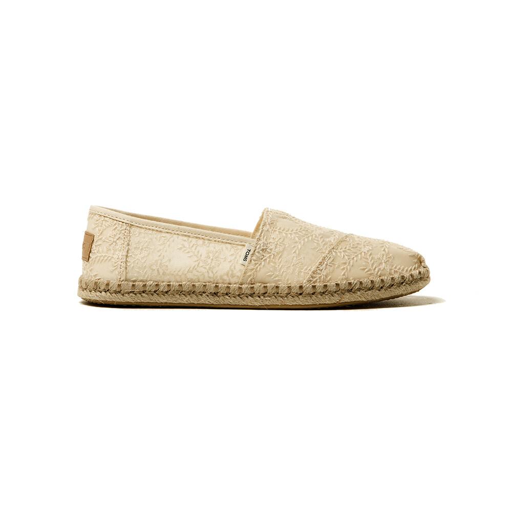 Toms รองเท้าลำลองผู้หญิง แบบสลิปออน (slip On) รุ่น Natural Hibiscus Floral Lace Rope Sole Alpargata รองเท้าลิขสิทธิ์แท้.