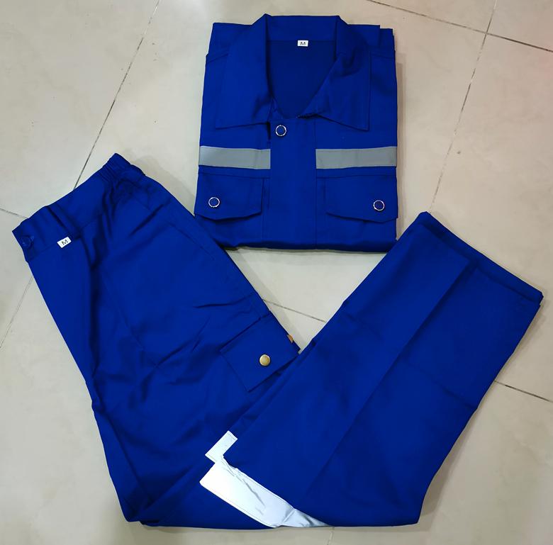 พนักงานโรงงานผลิตชุดสูทแขนยาวบริการซ่อมมอเตอร์และบำรุงรักษาทนต่อการสึกหรอรวมทั้งชุดเสื้อและกางเกง