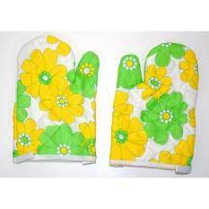 ถุงมือกันความร้อน ถุงมือเตาอบ ถุงมือไมโครเวฟ ลายดอกไม้สีเหลือง/เขียว จำนวน 1 คู่.