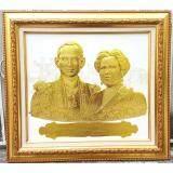 ขาย กรอบรูปในหลวงพิมพ์นูน 3 มิติเคลือบทอง ลายในหลวงและพระราชินี Panothaishop ผู้ค้าส่ง