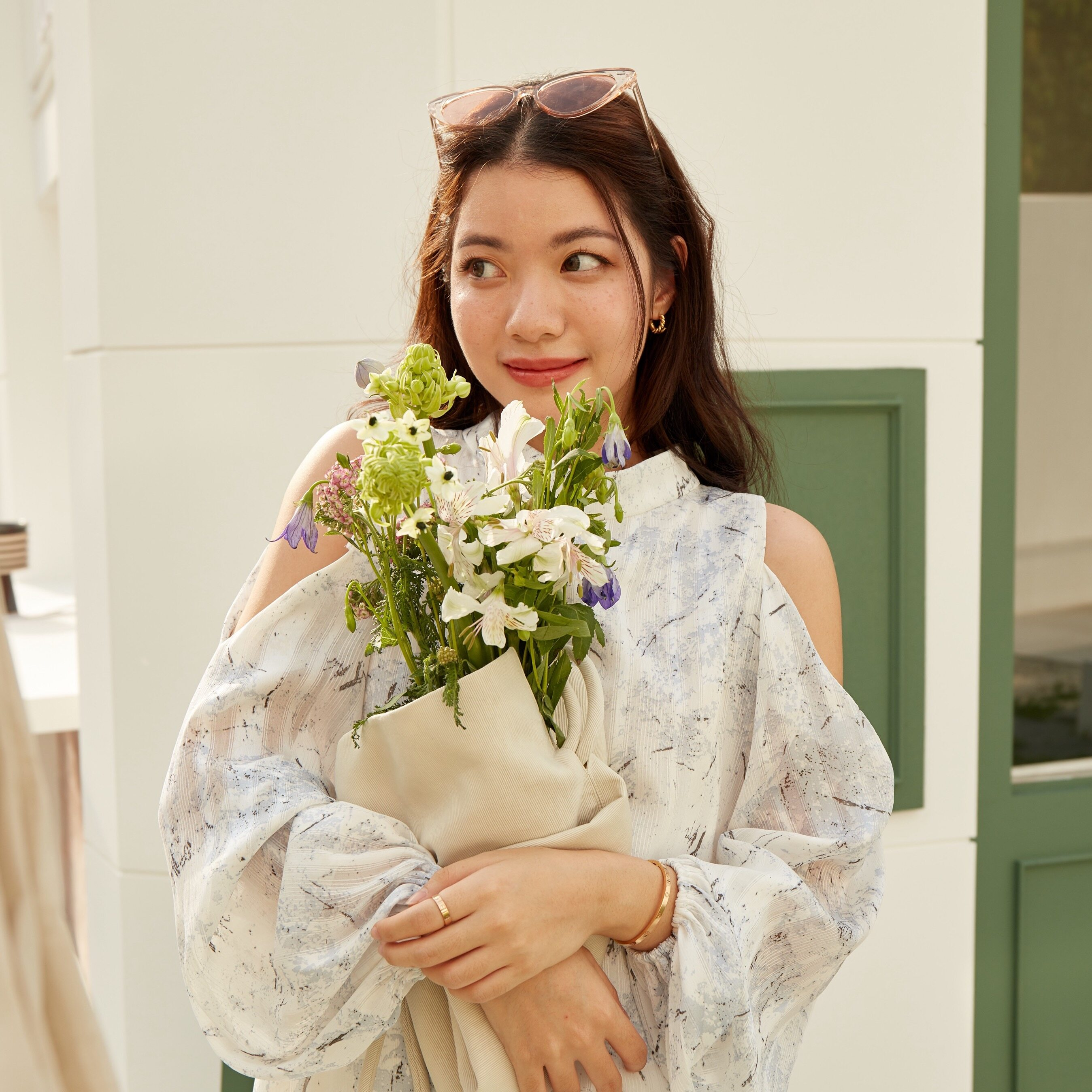 Lookbooklookbook Jessica Top Blue Blossom เสื้อแขนยาว เว้าไหล่ สีฟ้า.