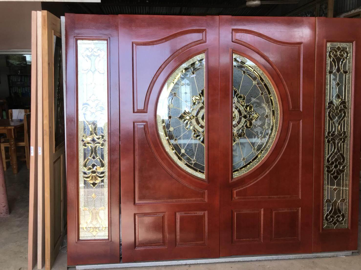 ประตูไม้สยาแดง  ใส่กระจกสีทอง  และช่องแสงข้าง  พร้อมทำสี  และวงกบ.