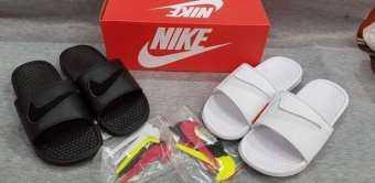 รองเท้าแตะผู้ชายไนกี้สำดำ/ขาวใหม่เปลี่ยนสีโลโก้เองได้ฟรีกล่องเเละเเผ่นปะหน้าเปลี่ยนสี