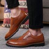 ขาย 2017 วินเทจหนังผู้ชายรองเท้าธุรกิจอย่างเป็นทางการรองเท้าหุ้มส้นนิ้วชี้แกะสลัก Oxfords รองเท้าแต่งงาน นานาชาติ ใน จีน