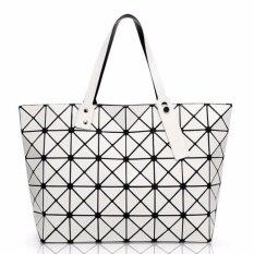 โปรโมชั่น กระเป๋าแฟชั่นผู้หญิง สไตล์บล็อก 5X8 สีขาวด้าน ใบใหญ่ ขนาดกระเป๋า 44 X 28 X 12 เซน เป็นแฟชั่นที่นิยมมากในญี่ปุ่น มีรูปรีวิวสินค้าจริงในรายละเอียดสินค้า Bao Bao Issey Miyake ใหม่ล่าสุด