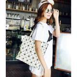 ขาย กระเป๋าแฟชั่นผู้หญิง สไตล์บล็อก 6X6 สีขาว แฟชั่นจากญี่ปุ่น นิยมมากในญี่ปุ่น ผู้ค้าส่ง