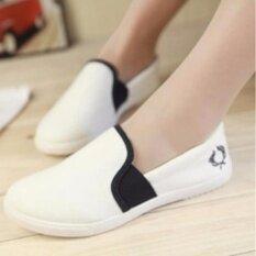 ราคา รองเท้าผ้าใบแฟชั่นผู้หญิงแบบสวม รุ่น B1030 สีขาว ถูก