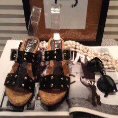 ราคา Hpb รองเท้าส้นเตารีด Pu เข็มขัด สีดำ ถูก