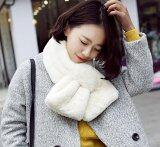 ขาย ผ้าพันคอ ผ้าคลุมไหล่ แฟชั่นหน้าหนาว เสื้อโค้ท เสื้อกันหนาว ผ้าพันคอขนสัตว์ สีขาว Sureshopping ใน กรุงเทพมหานคร