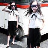 ความคิดเห็น ชุดเด็กผู้หญิง เสื้อเปิดหัวไหล่พร้อมกางเกงขาสี่ส่วนสีดำ