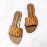 ซื้อ รองเท้าแตะสวม Shoes By Naris รุ่นหนังจระเข้เงา สีน้ำตาล ถูก