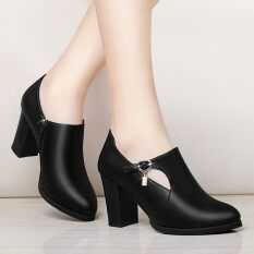 ขาย สาวกับกับแม่ของเธอในรองเท้าปากลึกรองเท้าเดียว สีดำ Unbranded Generic ออนไลน์