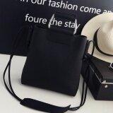 ราคา Vena กระเป๋าแฟชั่นผู้หญิง กระเป๋าสะพายพาดลำตัว กระเป๋าถือ แฟชั่นเกาหลี Black Vena Wear เป็นต้นฉบับ