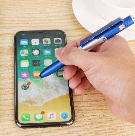 ปากกาเขียนหน้าจอมือถือ 4 In 1 มีไฟฉายในตัว สามารถตั้งมือถือ หรือแทปเล็ตได้ ปากกาทัชสกรีน ปากกาเขียนหน้าจอมือถือ สำหรับ Iphone Ipad Samsung Huawei Oppo และยี่ห้ออื่นๆ ปากกาเขียนหน้าจอมือถือ ใช้งานได้ทั้งโทรศัพท์ แท็ปแล็ค.