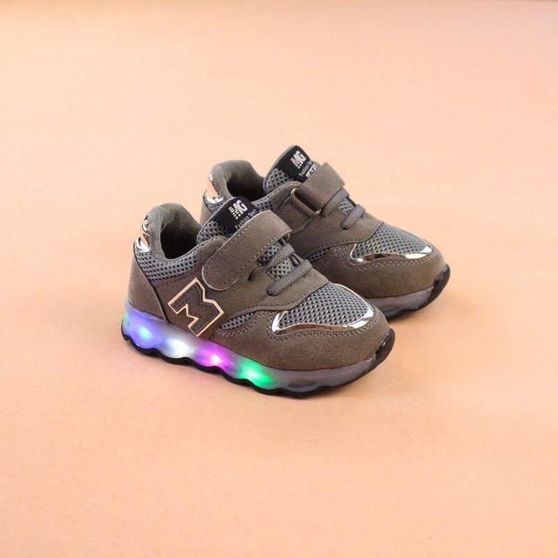 รองเท้ากีฬาเด็กฤดูใบไม้ผลิและฤดูใบไม้ร่วงใหม่คำ M กับรองเท้าส่องสว่าง LED เด็กชายและเด็กหญิงรองเท้าเด็กวัยหัดเดินรองเท้าเด็ก 2 3 4 5 ปี