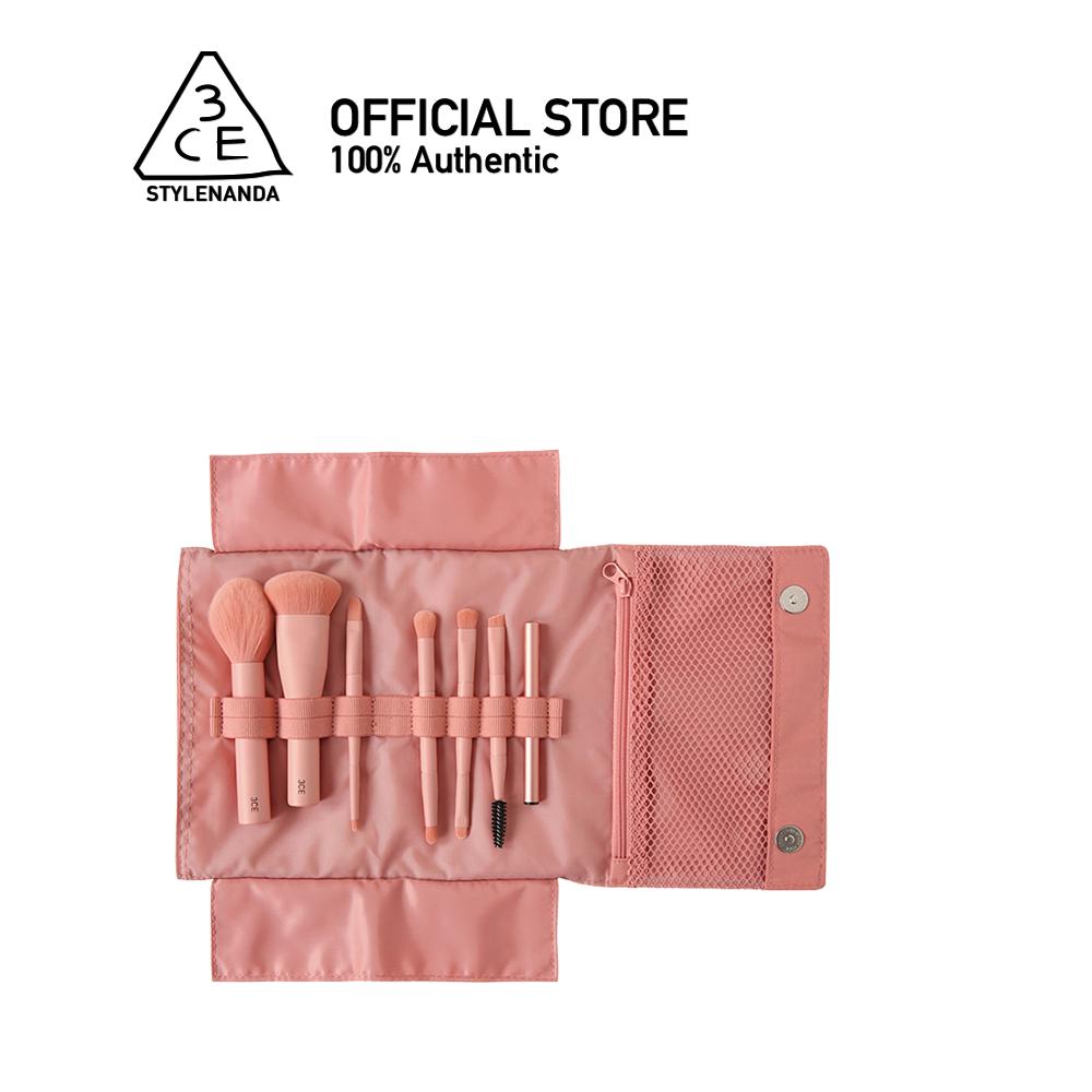 3ce Mini Makeup Brush Kit Rose Beige ทรีซีอี มินิ เมคอัพ บรัช คิท เครื่องสำอาง กระเป๋า กระเป๋าเครื่องสำอาง กระเป๋าใบเล็ก.