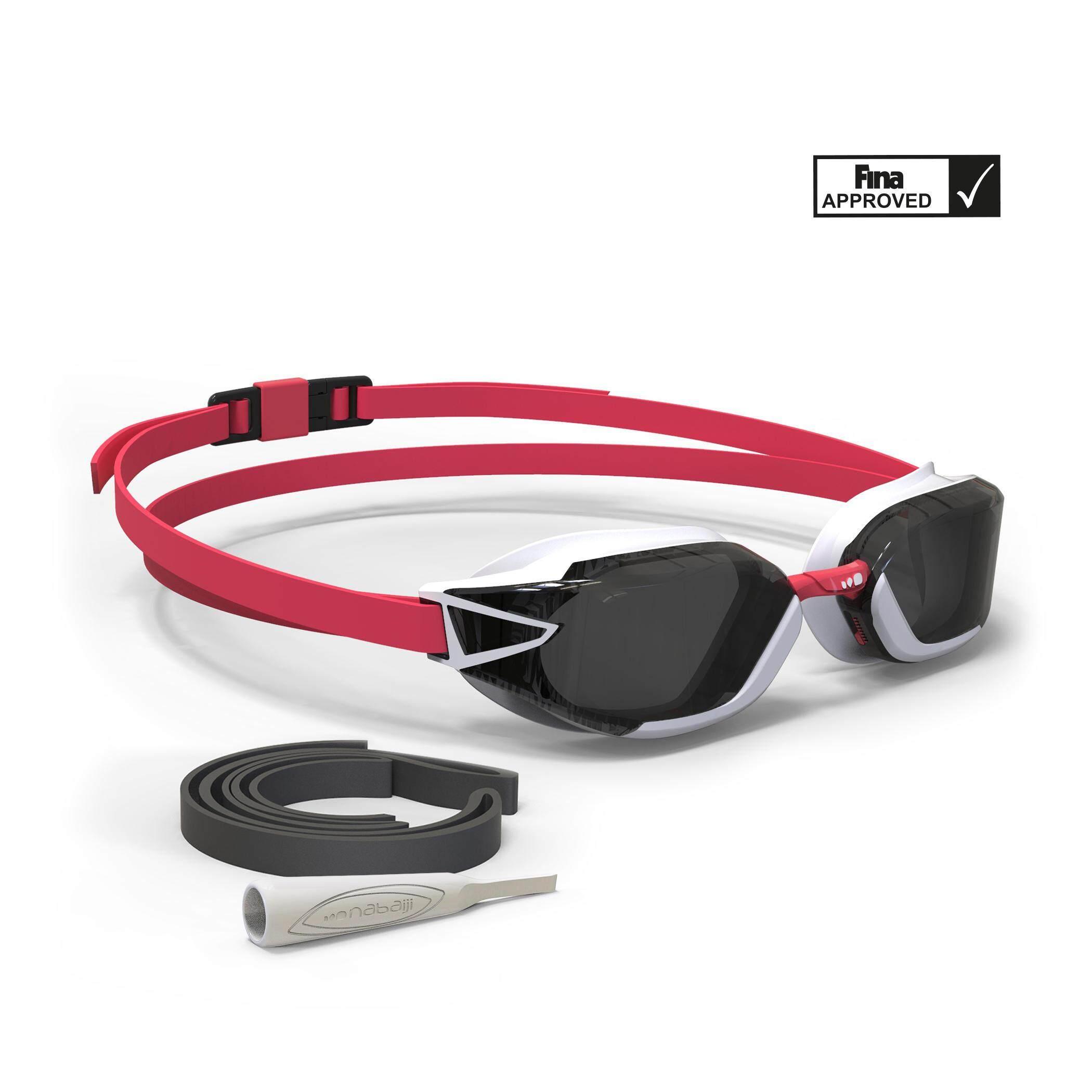 [ด่วน!! โปรโมชั่นมีจำนวนจำกัด] แว่นตาว่ายน้ำรุ่น 900 B-FAST (สีดำ/แดง เลนส์สี SMOKE) สำหรับ ว่ายน้ำ