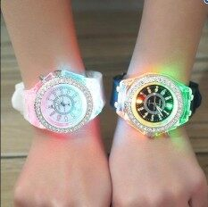 2 ชิ้น/เซ็ตเจนีวาแฟชั่นคู่คนรักไฟ Led นาฬิกามีตัวเลข Casual ประกายเพชร Luminous นาฬิกาสำหรับทุกเพศ - Intl.