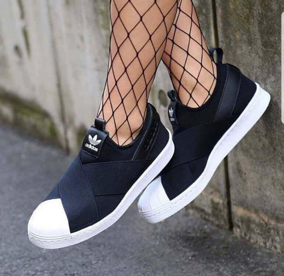 รองเท้าผ้าใบadidas Slip Onมี 2 สี.