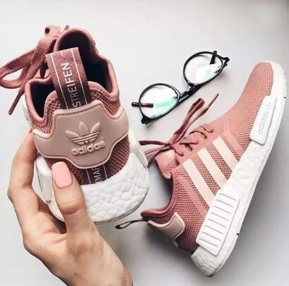 รองเท้าวิ่งผู้หญิงadidas/nmdสีชมพูพาสเทลรีสต็อกของครั้งเดียวงานหายากสุดๆสวยสวมนุ่มสบายเท้าพร้อมกล่อง.