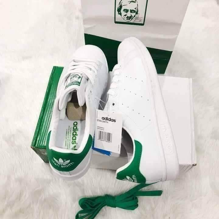 รองเท้าผ้าใบADIDASสวมนุ่มสบายเท้าไม่อับชื้นได้ทั้งชายเเละหญิงสินค้าพร้อมกล่องเเบรนด์