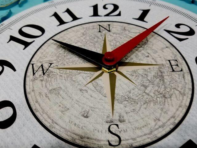 นาฬิกาแขวนผนังขนาดใหญ่.. ลายเเผนที่โลก.