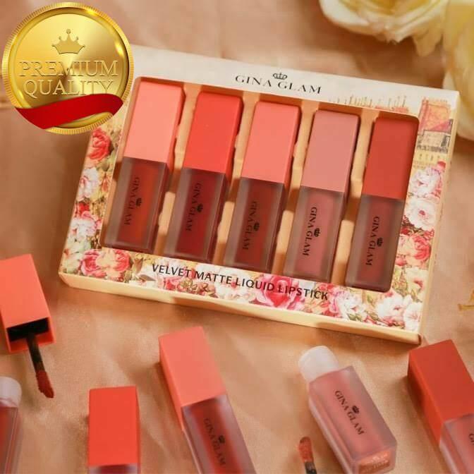 Gina Glam Velvet Matte Liquid Lipstick G53 Set  5 สีในกล่องเดียว ลิปสติก เซต เนื้อกลอสกึ่งแมท มาแล้วจ้า เฉดสีสวย เนื้อเนียนนุ่มละมุน บางเบามากเว่อร์ แถมยังกันน้ำสุดๆ  เกลี่ยง่าย ไม่ตกร่อง ไม่แห้ง ดูอิ่มน้ำฉ่ำวาว ช่วยให้ริมฝีปากดูอวบอิ่มอย่างเป็นธรรมชาติ.