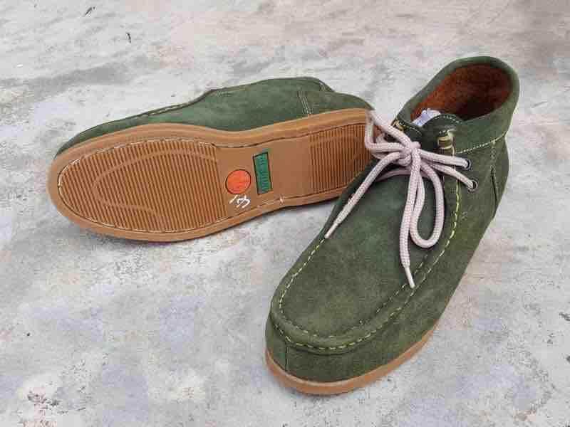 รองเท้าเซฟตี้หัวเหล็กทรงเช็กโก หุ้มข้อ หนังกลับ พื้นเย็บรอบแข็งแรง ราคา 650 บาท.