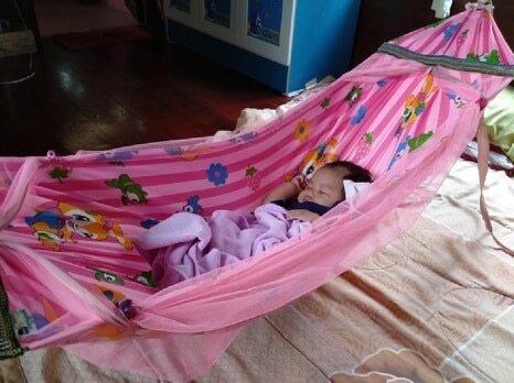 โปรโมชั่น มาแล้ว เปลเด็กลายการ์ตูนน่ารัก สีชมพู ครบชุดพร้อมนอน (ถ้าสินค้าขาดสีอาจคละสีส่งงนะครับ) เหมาะสำหรับเด็ก0-3เดือน