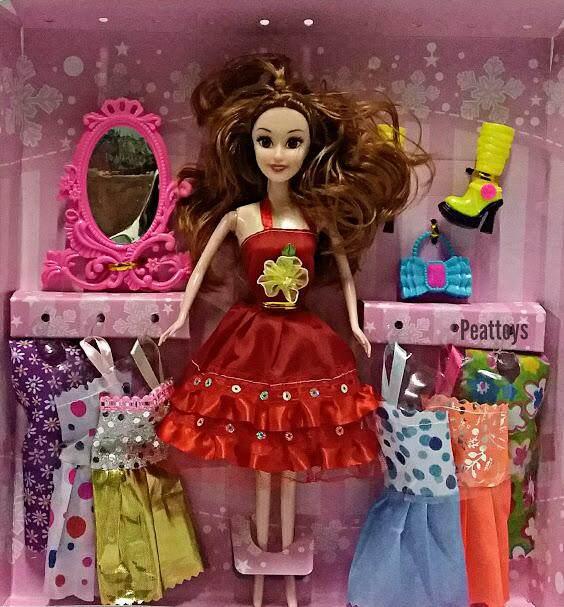 Toys ตุ๊กตาหน้าสวย กล่องใหญ่ พร้อมชุดกระโปรงสวย ๆ 6 ชุด และ รองเท้า (ตุ๊กตาเนื้อซิลิโคนทั้งตัว) By Peat Toys.