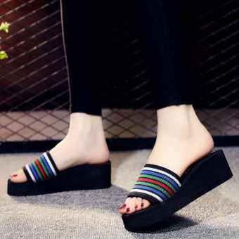คนสวยกำลังสวมรองเท้าคู่นี้FLY SHOP รองเท้าแตะแฟชั่นรองเท้าแตะลำลองส้นหนา 3.0 รองเท้าแตะโฟมสไตล์เกาหลี / รองเท้าแตะฟองน้ำขนาด 36-40